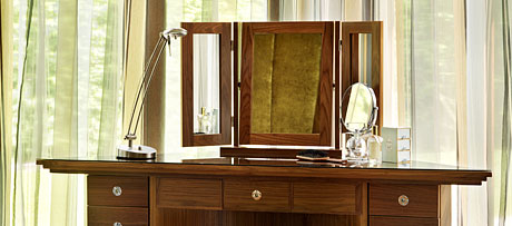 Freestanding mirrors